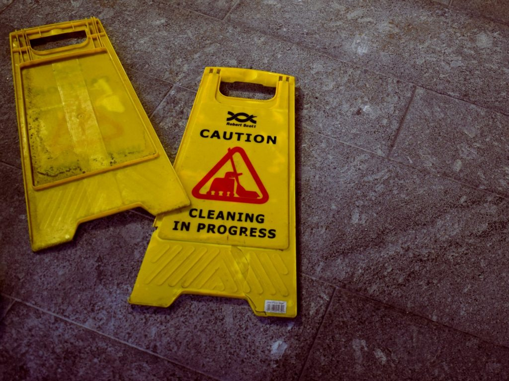 Cleaning sign to represent facilities management tips for offices at the onset of spring
